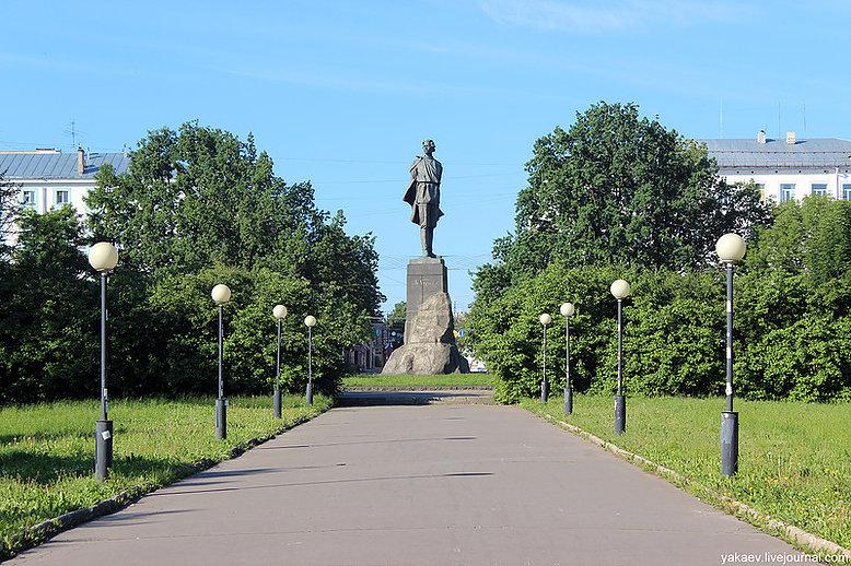 Памятник подешевле Лукоянов Цоколь резной из габбро-диабаза Эртиль